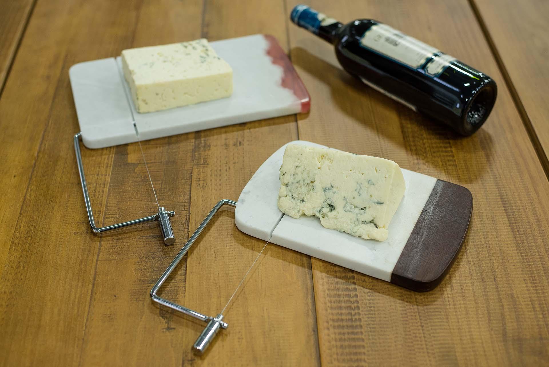 Texto: Fatiador de queijo da Oxford: duas opções para complementar sua mesa. Foto: Karla Rudnick.