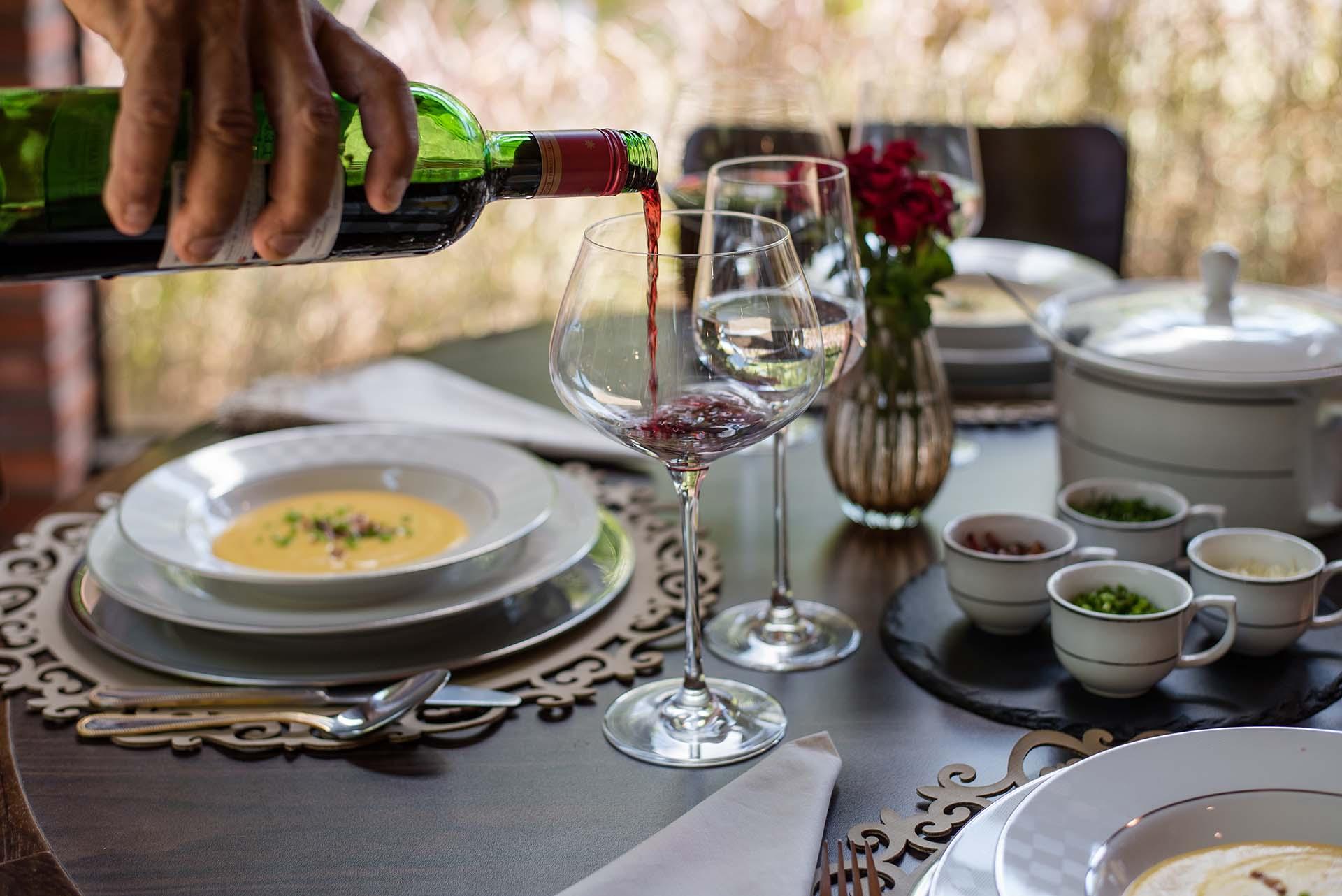 Texto: O vinho é sempre uma ótima opção para acompanhar uma noite de sopas. Foto: Karla Rudnick.