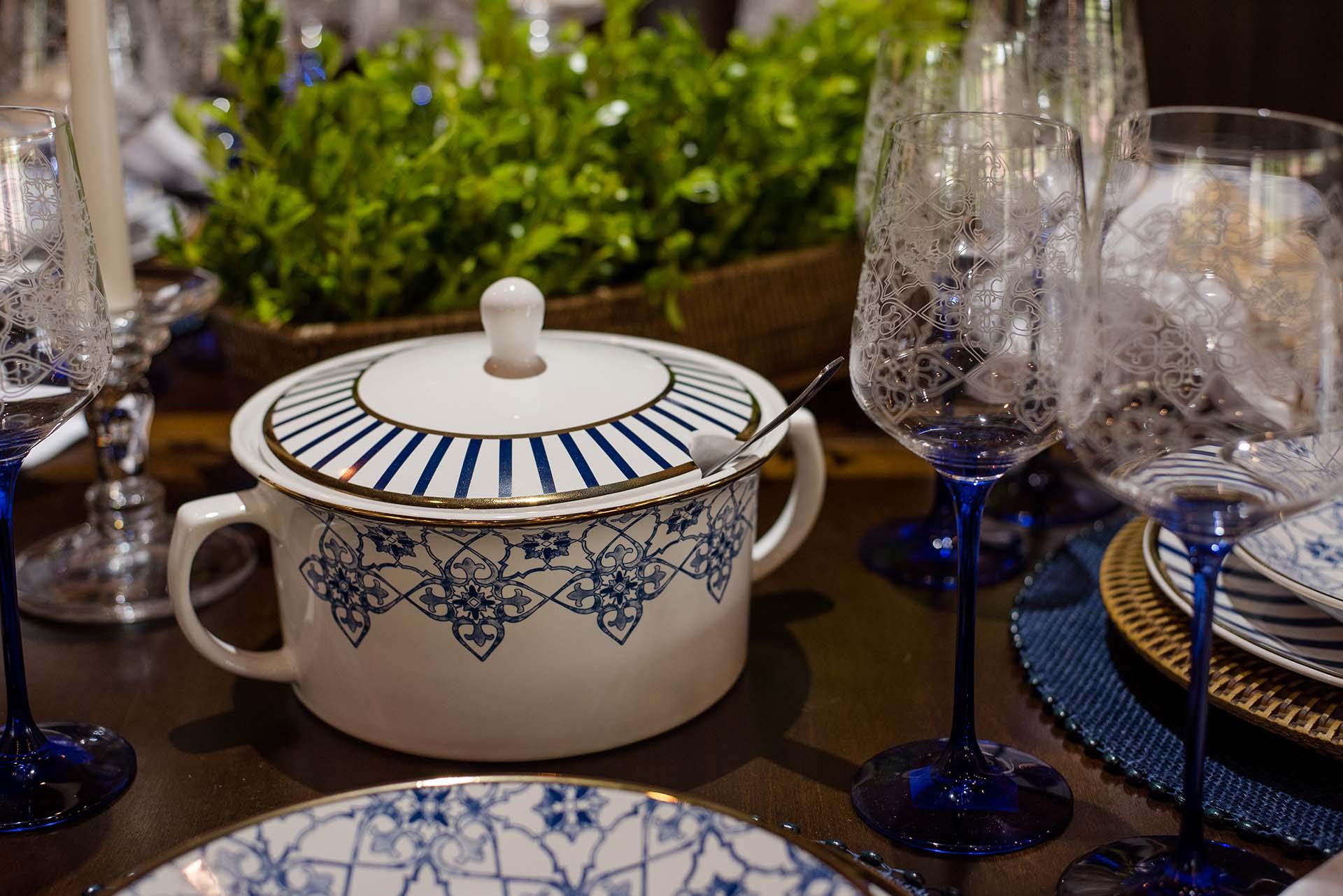 Texto: Detalhes que fazem a diferença! Sopeira e taças da Oxford, decoração Lusitana. Foto: Karla Rudnick.