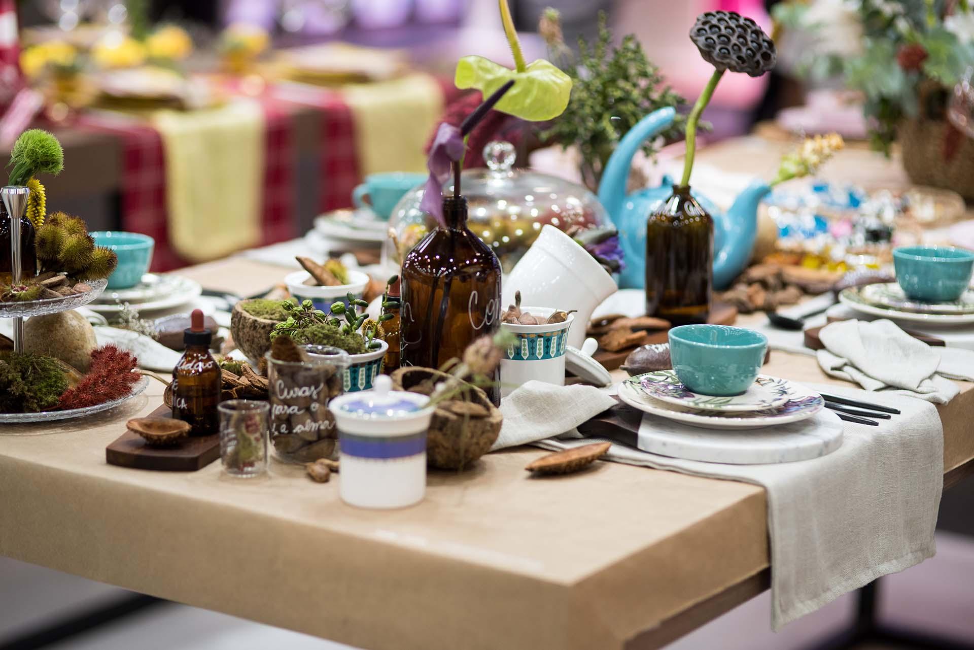 Texto: Uma mesa posta com elementos da natureza a tornam ainda mais especial. Foto: Henrique Peron.